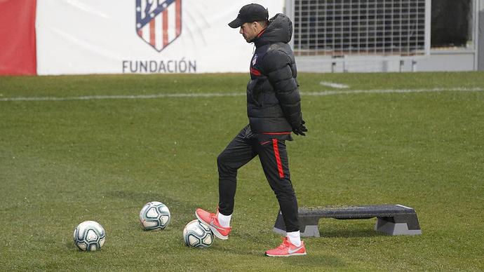 Simeone durante el entrenamiento del Atlético.