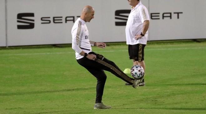 Zidane, en el entrenamiento de ayer
